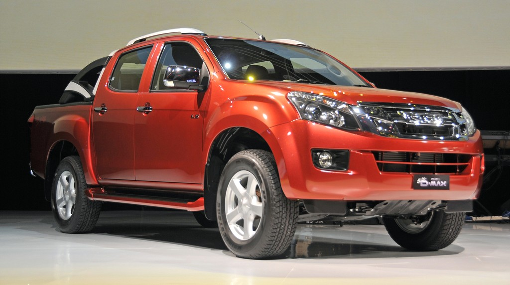2016-Isuzu-D-Max-release-date-red-colors