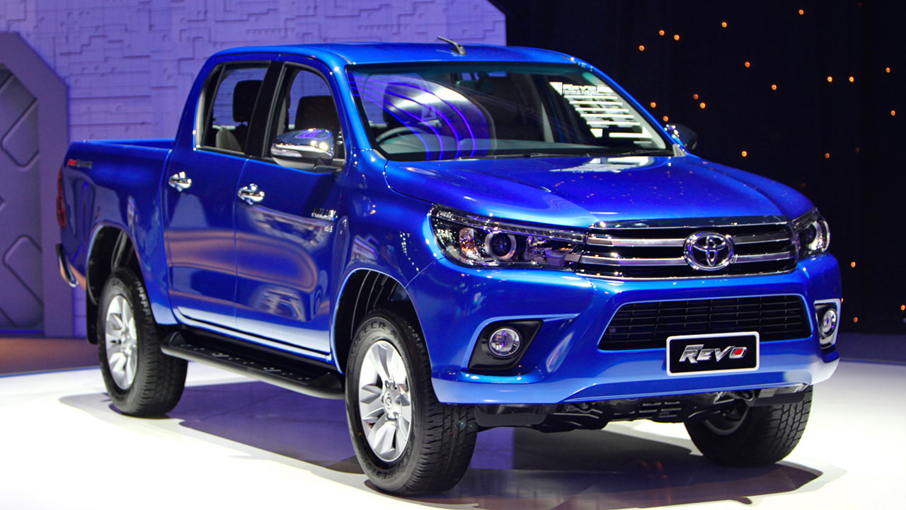 2016_Toyota_Hilux_gallery_Thailand_-009