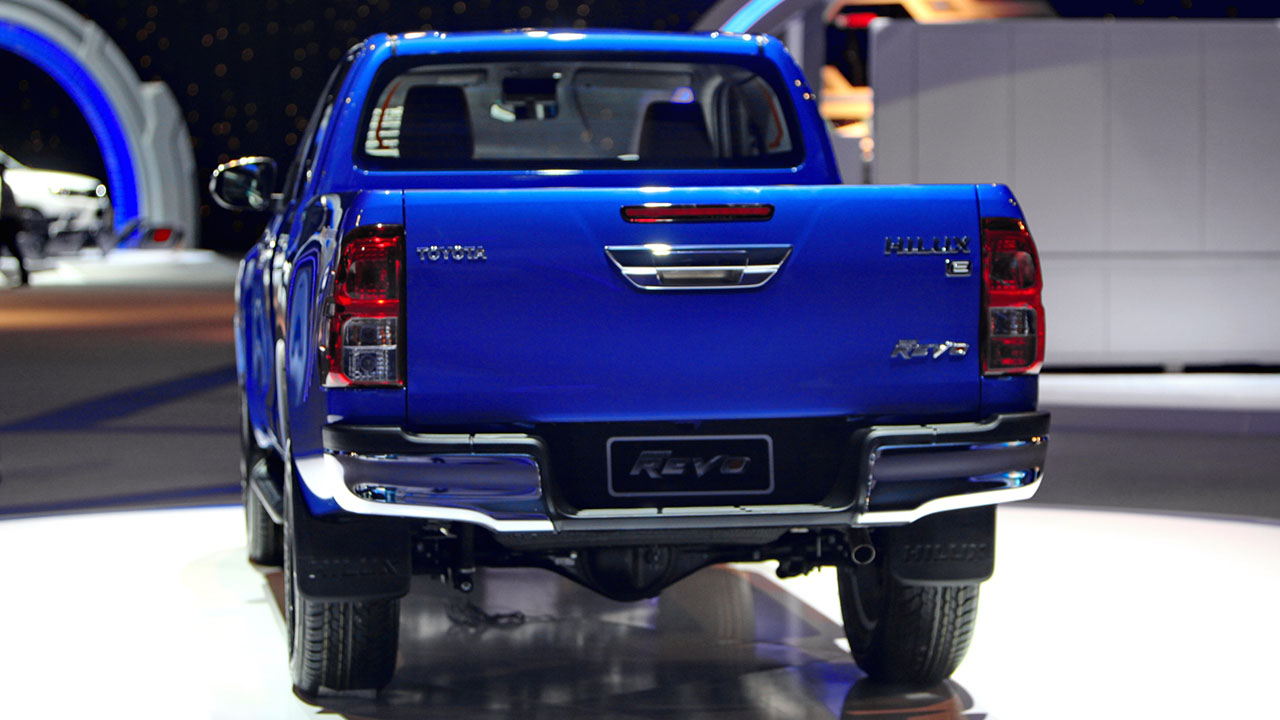 2016_Toyota_Hilux_gallery_Thailand_-010
