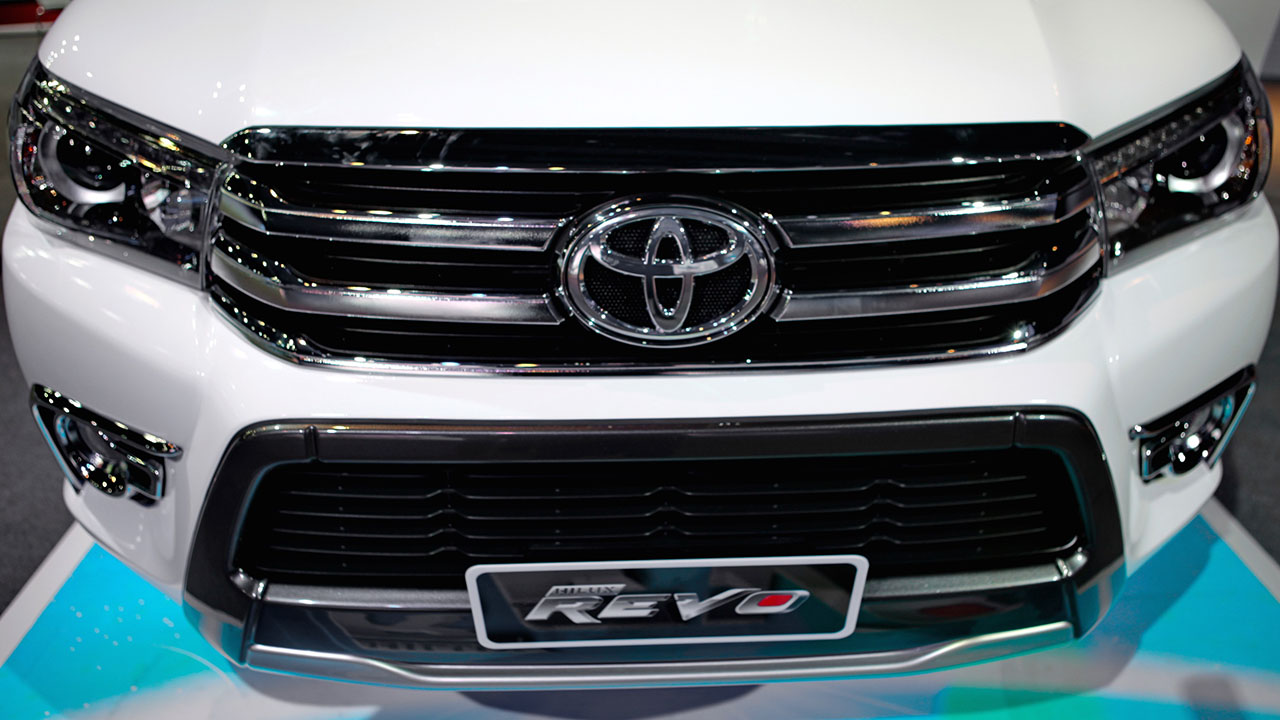 2016_Toyota_Hilux_gallery_Thailand_-021