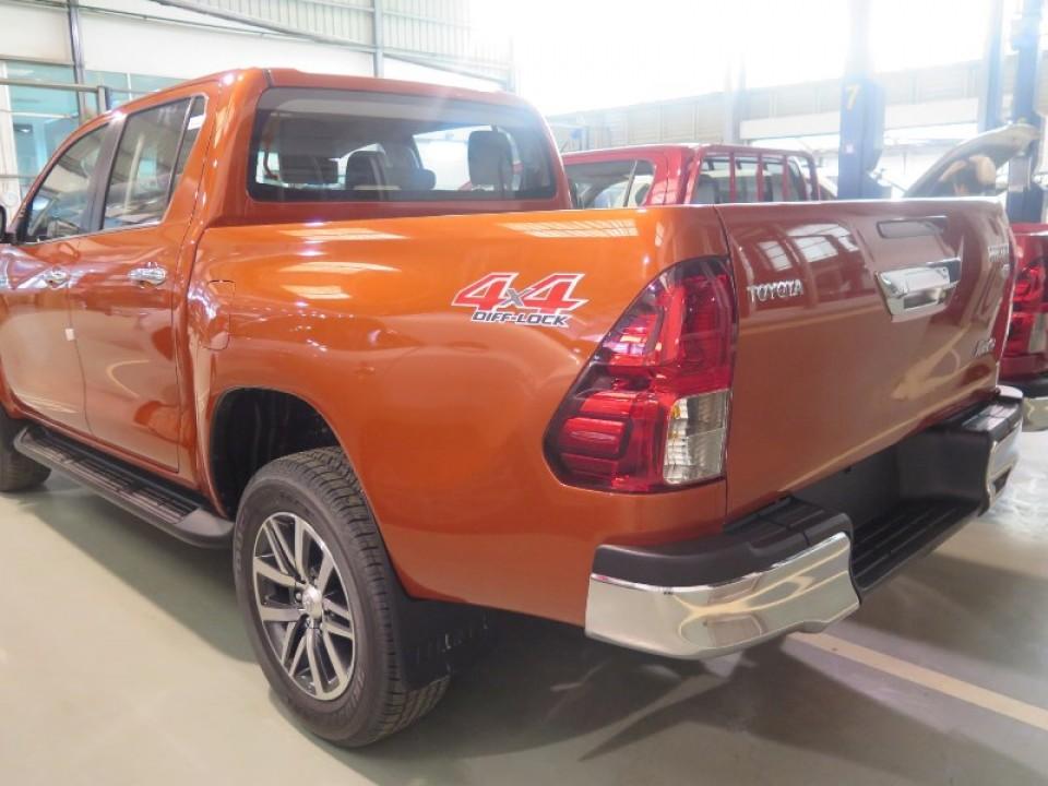 2016-lhd-toyota-hilux-revo-side-rear-960x600